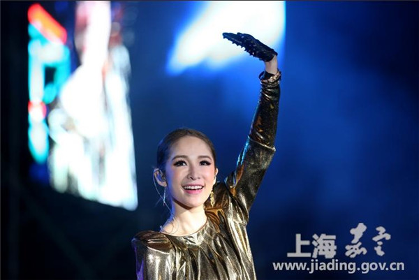 Musical festival adds color to autumn in Jiading