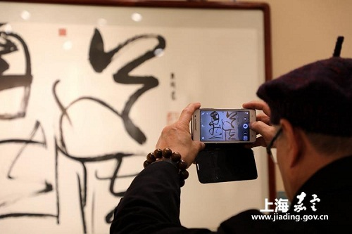 Art exhibition enriches Jiading workers' cultural lives