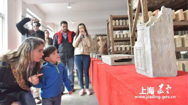 Foreigners experience Chinese culture in Jiading