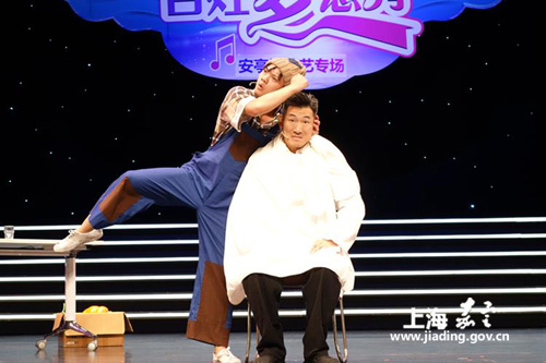 <EM>Quyi</EM> performances draw high praise from audience in Jiading