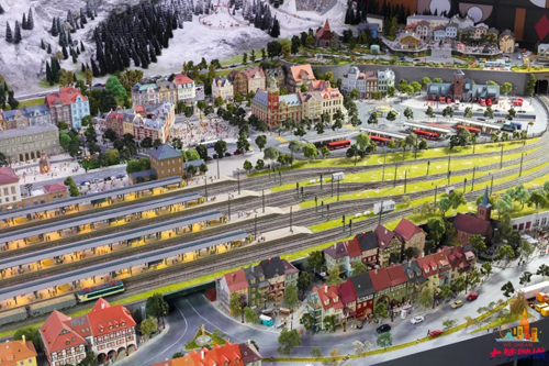Scaled model world on show in Shanghai