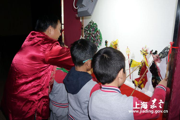 Jiading residents get a taste of intangible cultural heritages